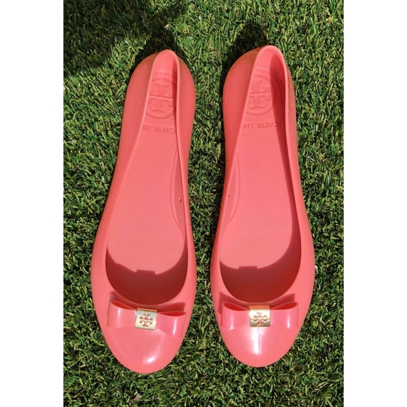 d7117604a7b Tory Burch Pink Jelly Bow Front Rubber Ballet Flat.  M 5afdc39e50687c1831c841d7